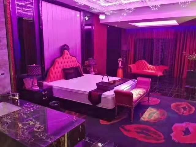 株州芦淞区沿江中路8号大汉希尔顿酒店江景房里面设备齐全吗?